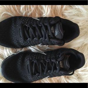 Nike size 6.5 Air Max 2017 black running shoe
